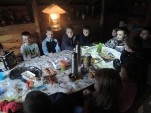 U společného stolu